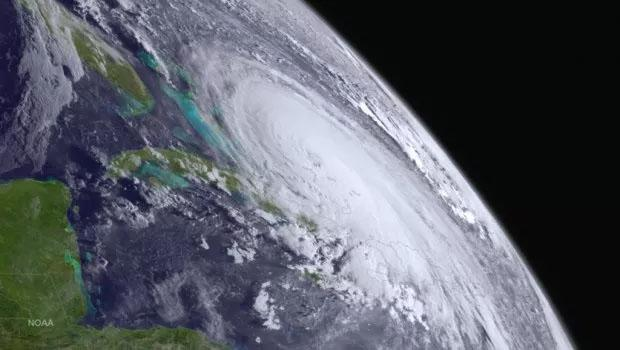 Hurricane #Joaquin Seen From GOES West  at 1200Z on October 1, 2015. Credit: NOAA Viz Lab http://t.co/S1vxS0FkzE