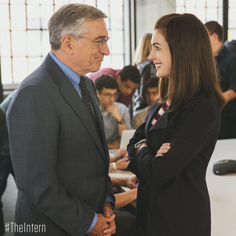 "Anne Hathaway And Robert De Niro: Warner Bros. UK On Twitter: ""RT If You're Watching Robert"