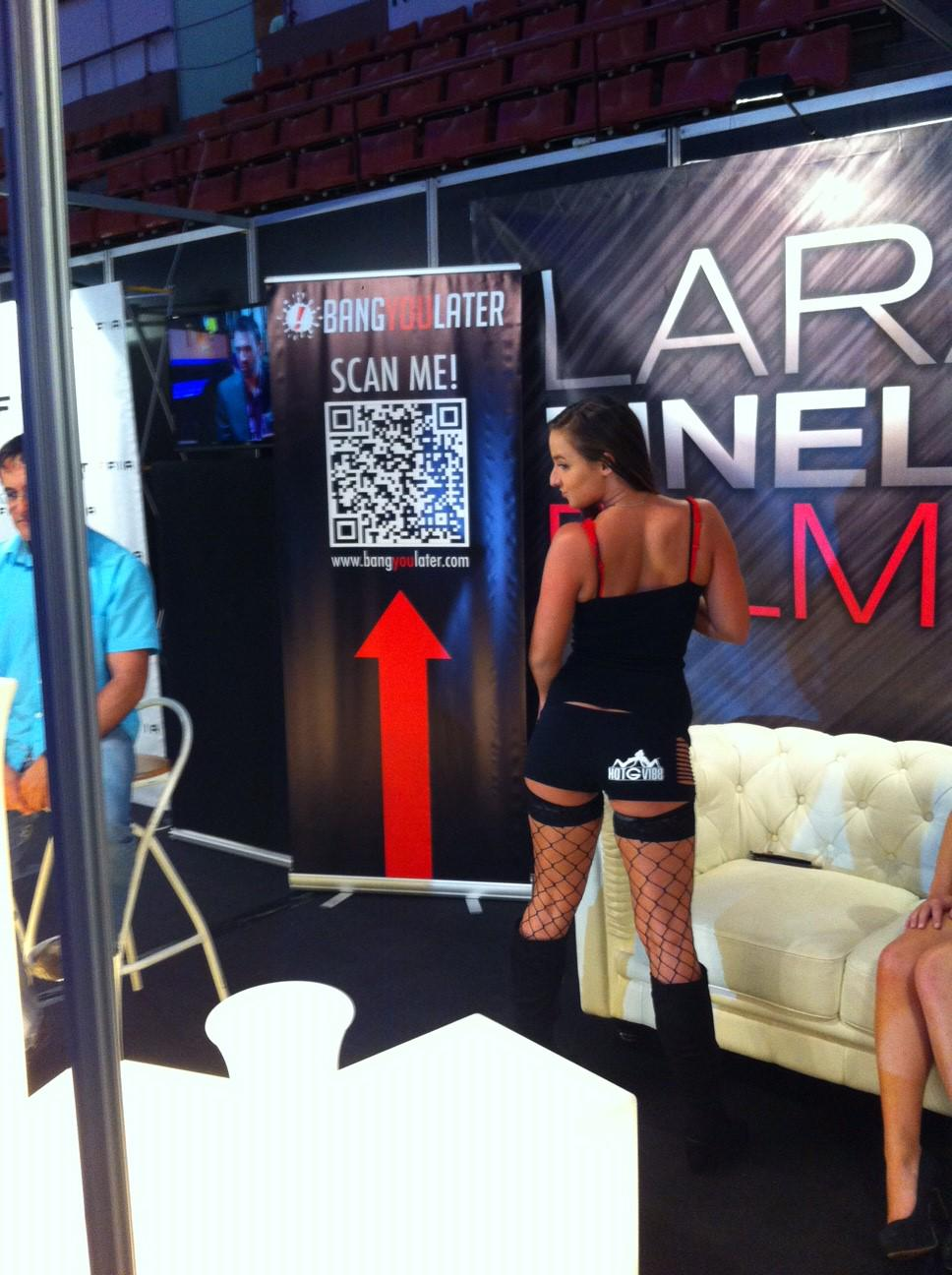 How good does @AmirahAdaraxxx look in her @hotgvibe #Booty Shorts !?! #ASS @SALONEROTICOBCN https://t.co/kkOscNg5RR