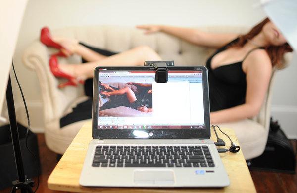 Работа по веб камере на дому для девушек работа девушке моделью гдов