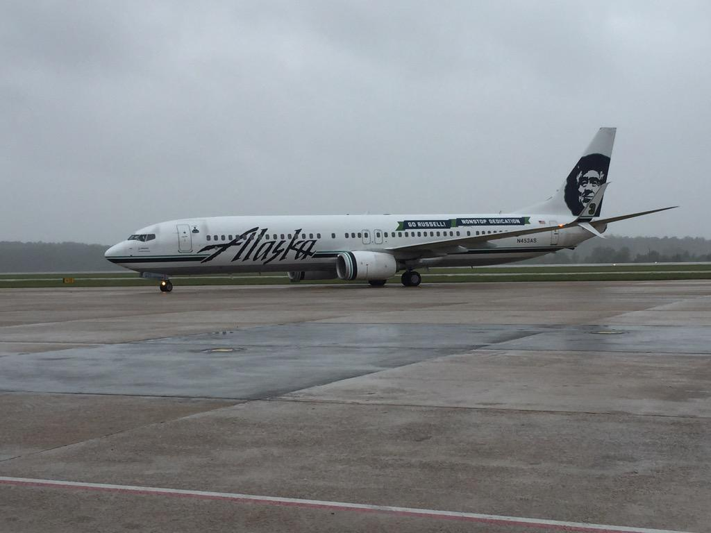 It's here! Our first Alaska flight has landed. Welcome to NC. @AlaskaAir https://t.co/mOOJtQgloK