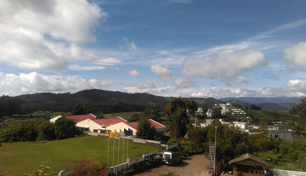Room with a view. Sterling Elk Hill. #Ooty #nofilters http://t.co/vjTgGaixJz