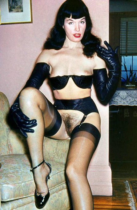 The iconic #BettiePage showing off her lovely muff. #tbt http://t.co/xZkJPOLMKP