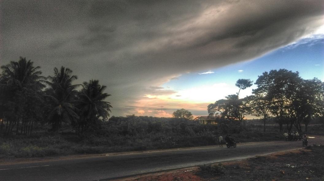Somewhere near Gundlupet. #yesterday #hdrscape #snapseed http://t.co/2mtzOYpZ95
