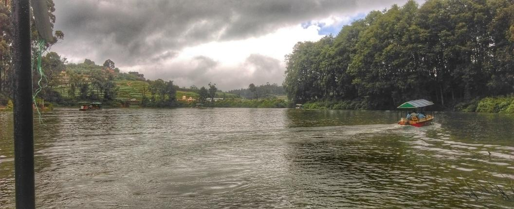 Ooty Lake looks super scenic right after the rain. #Ooty #hdrscape #snapseed http://t.co/y5K6L8ohur
