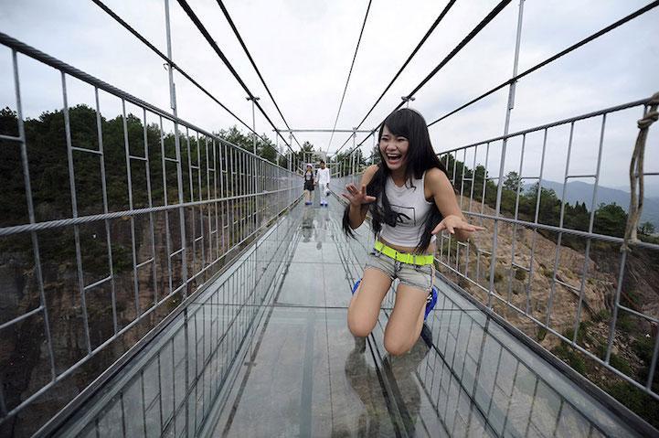 Grandi emozioni per il ponte degli eroi in Cina.