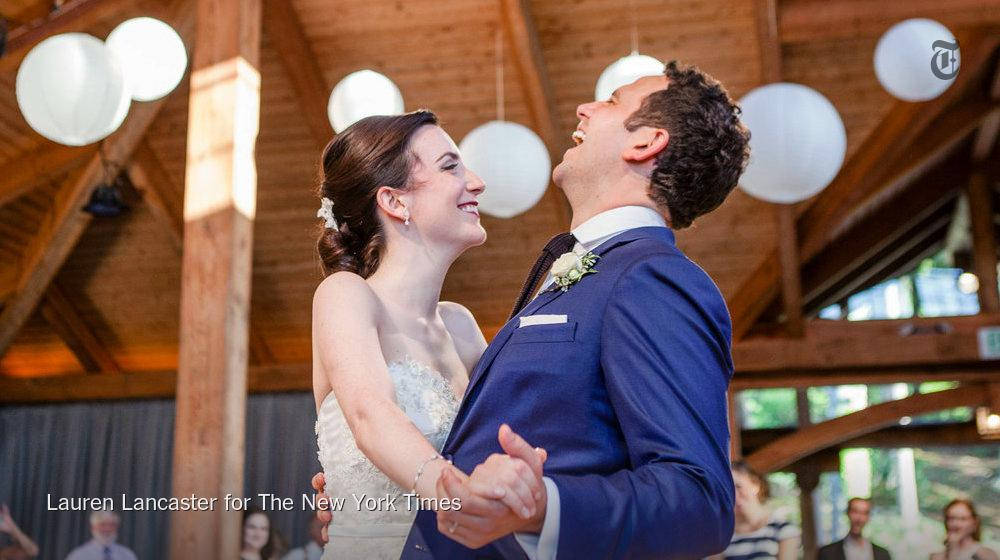 ".@SantinoFontana, voice of Prince Hans in ""Frozen"", marries his Cinderella, @iamjessfontana http://t.co/jEooNZaQv9 http://t.co/q8hLrXnKNP"