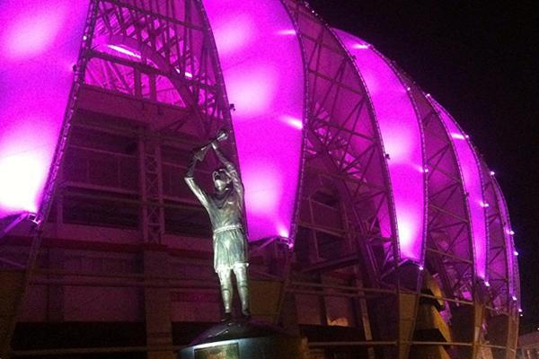 Luzes do Gigante homenageiam o #OutubroRosa neste final de semana http://t.co/IP4Ml7v0U3
