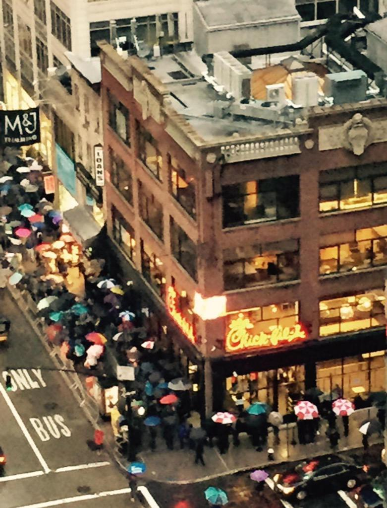 Line at 7pm tonight for new Chick fil-A in NYC, 11 1/2 hours before the doors open for grand opening (via @alillo) http://t.co/x8jYYm4XUw