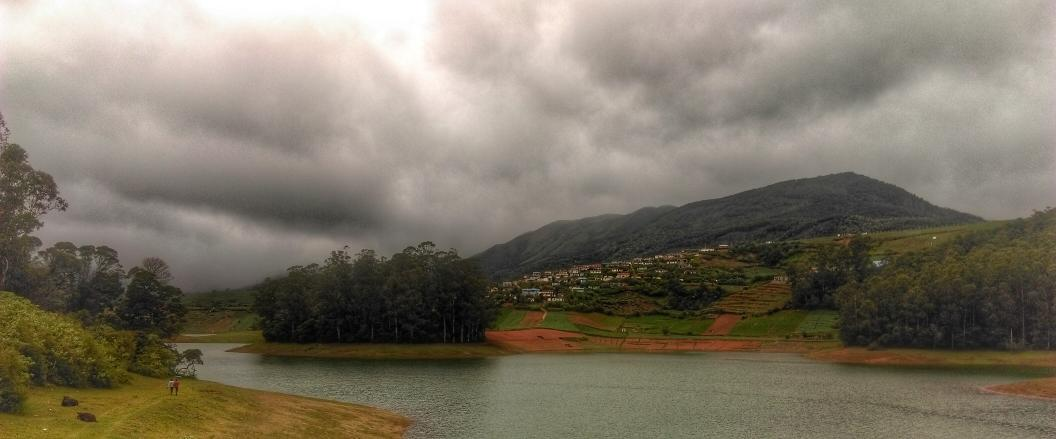 The green waters of Emerald Lake. #Ooty #hdrscape #snapseed http://t.co/ozjPFUaLxt