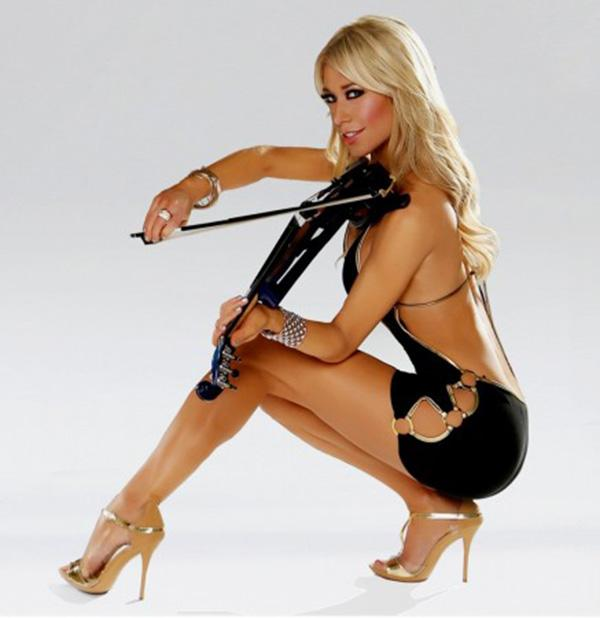 You won't want to miss electric & acoustic violinist @LydiaAnsel this Monday after football! #livemusic #MNF http://t.co/BmJhSyh7vY