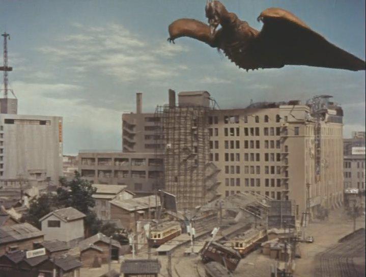 初代ラドンが西鉄福岡駅をぶっ壊すシーン。 http://t.co/ngy9yOxOqH