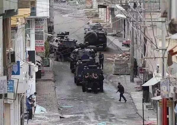 حظر التجول على سكان مدينة جنوب شرقي تركيا - صفحة 6 CQZsNXBWoAAkfJF