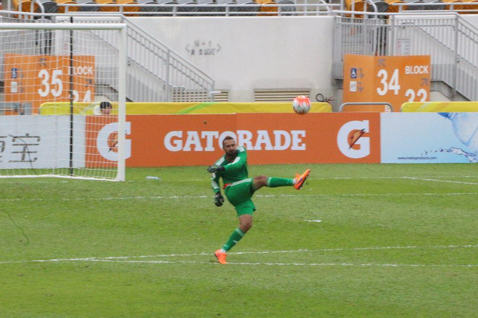 Naumovski kicks the ball