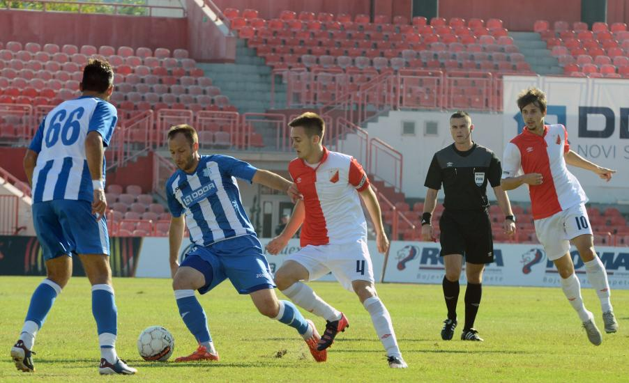 Stjepanovic controls the ball
