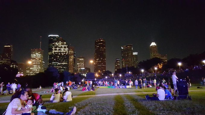 Such a pretty night out. Grand opening.  #BuffaloBayouPark http://t.co/T9gmmEEmPK