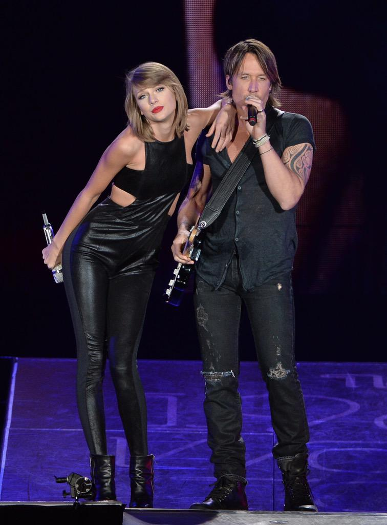 Grease is the word!!! Hey @taylorswift13 - u killed it last nite - thank u for the invite - ridiculous fun!!!!!! - KU http://t.co/gzHkTh7Pbl
