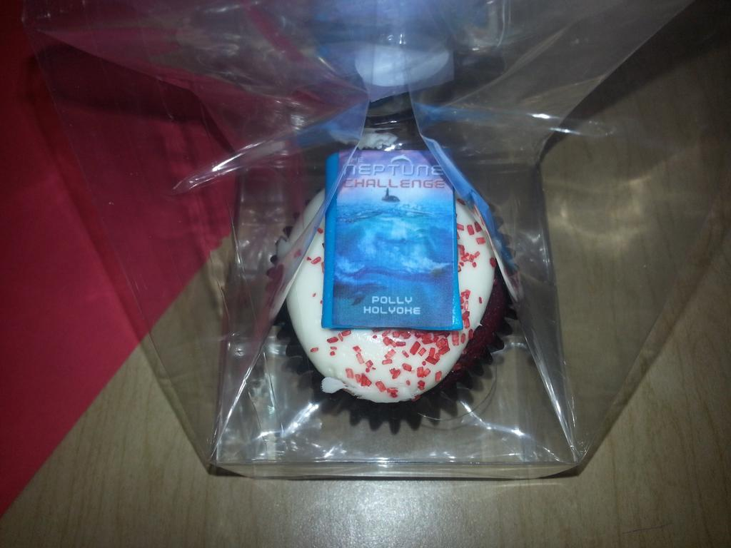 My NEPTUNE CHALLENGE cupcake from @tweensread literary festival is so purty I can't bring myself to eat it! http://t.co/A87hF8He5f