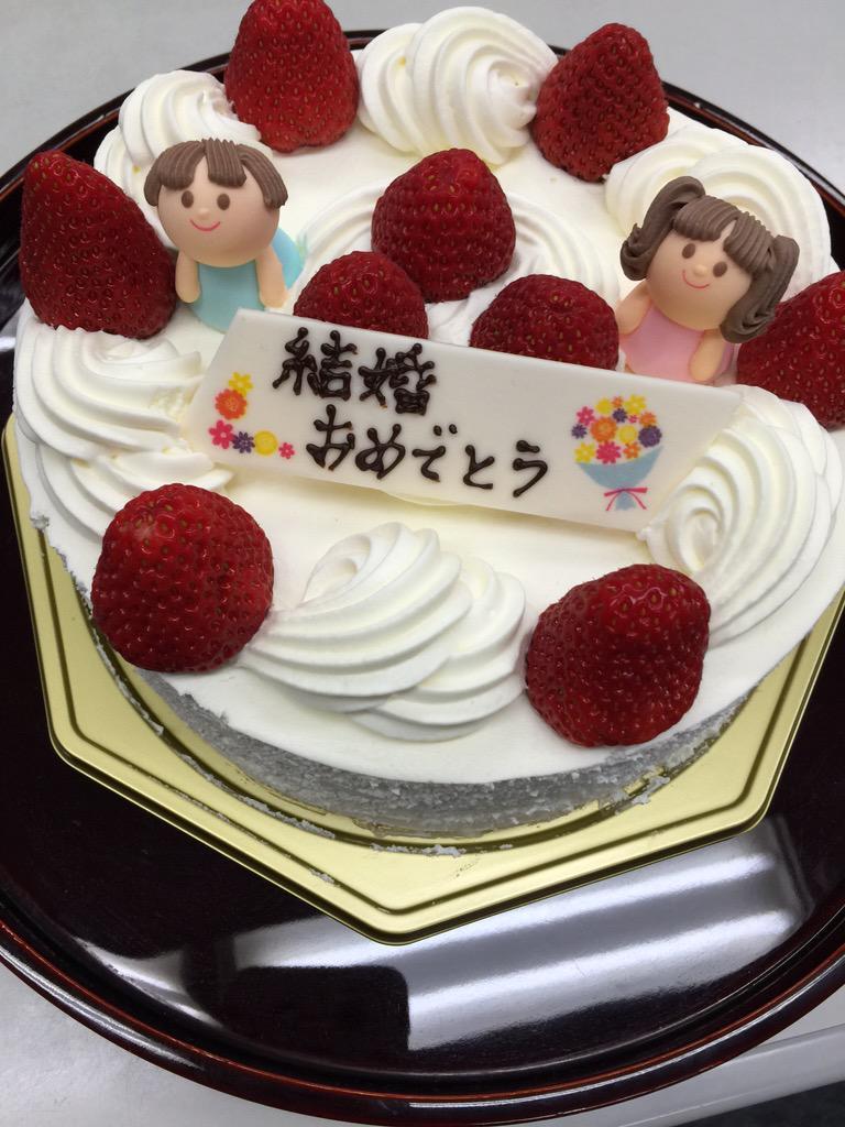 TBSラジオ 爆笑問題の日曜サンデー終わって田中裕二にケーキと花束のプレゼント。この日を迎えられて本当に良かったね。私もひと安心。良い父親になってね〜♪(^▽^) http://t.co/VMqR8YClJX