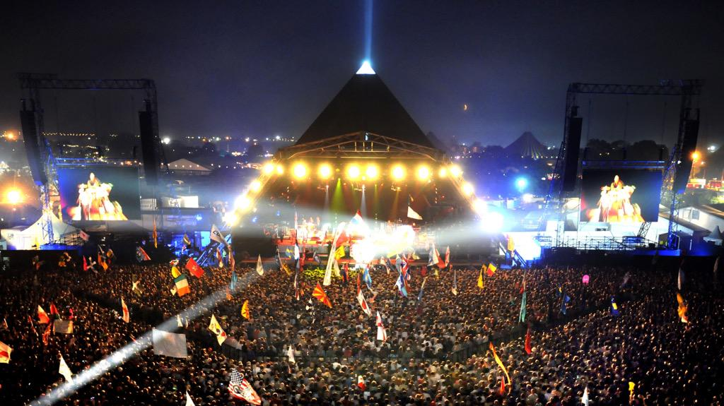 RT @theversion: Glastonbury Festival 2016 sells out in 32 minutes.  http://t.co/VjjWv4WweS #GlastonburyTickets http://t.co/JSsLcCFJrb