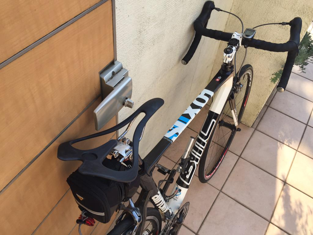 こないだ買った、坐骨が当たらずケツが痛くならないサドルinfinity seat、試しにつけてみた。15kmほどぽたったが、地獄のようなケツの痛さだった。多摩川河川敷で自転車止めて、これドッキリかと思って笑い転げてもうたわ。 http://t.co/9Rx3el6gnZ