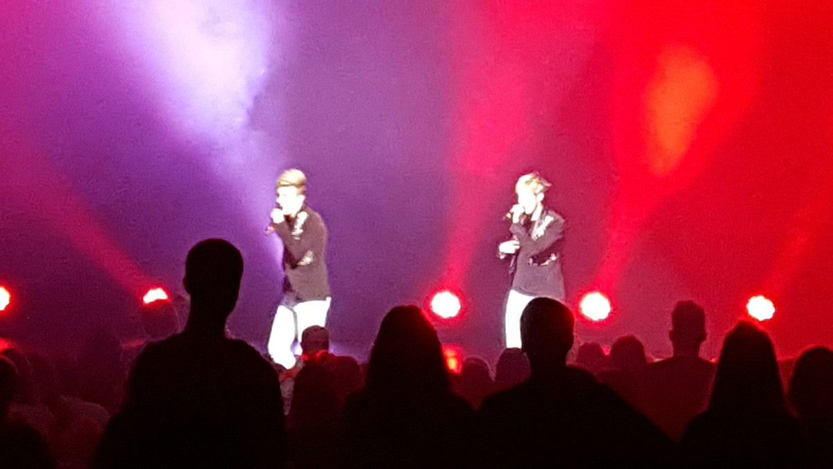 @planetjedward excellent show well impressed @MassivePopParty @ourlocalheroes http://t.co/KFZ4U8B3E8