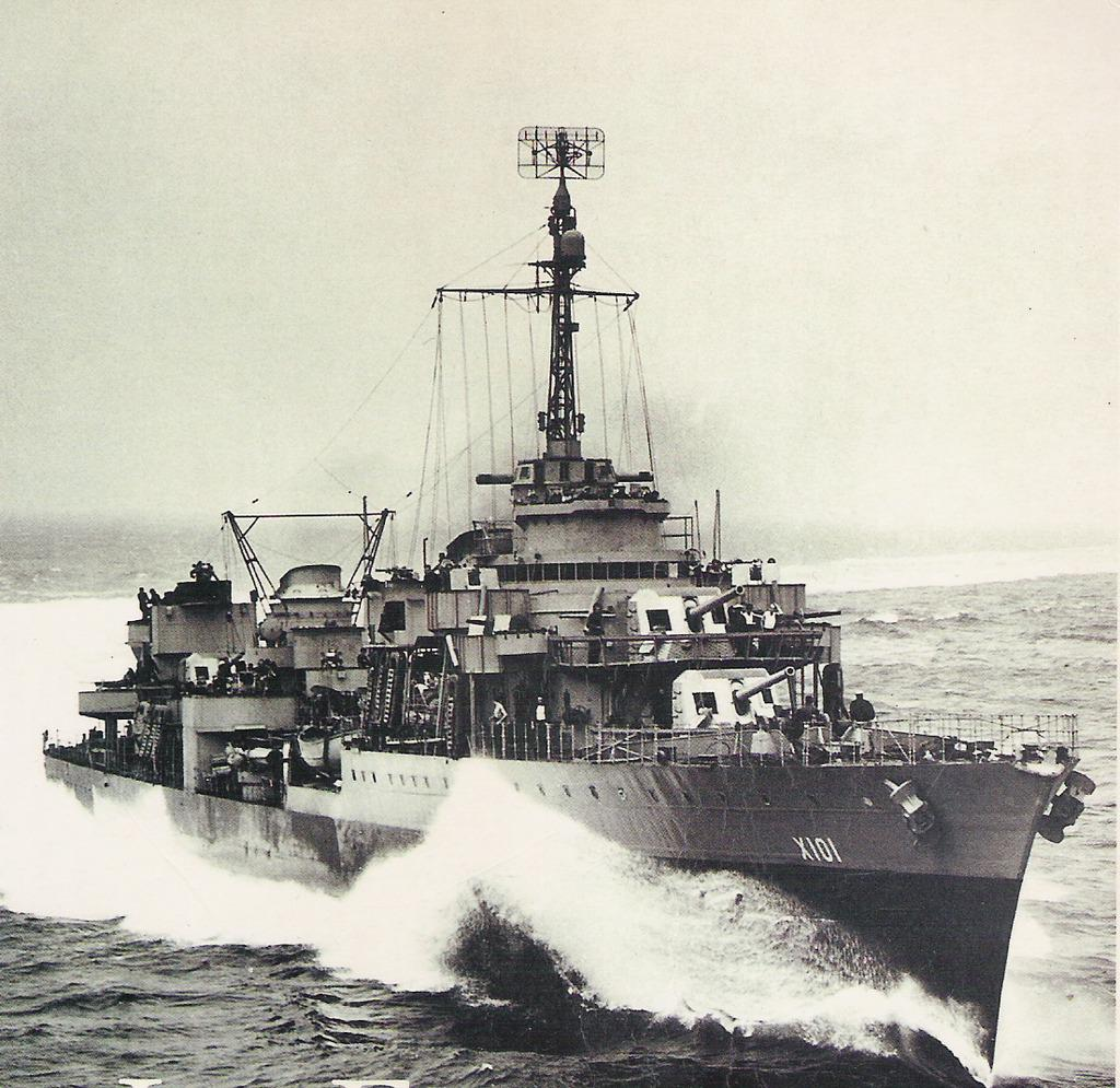 ル・ファンタスク級大型駆逐艦 二次大戦で最速の駆逐艦はフランス娘。その記録45ノット。モーターボートか何か?ちなみに常備で37ノット出る。大型駆逐艦というだけあって130mもあり軽巡洋艦レベルだがフランス海軍の駆逐艦はだいたいデカい