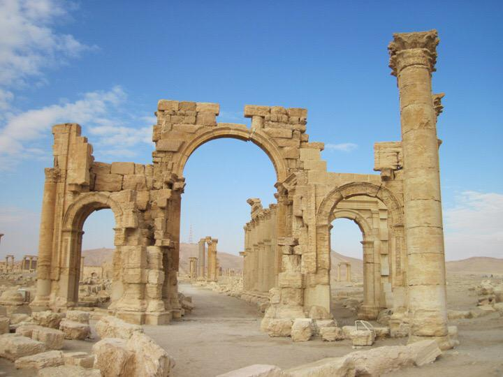 Islamic State destroys 2,000-year-old Arch of Triumph in Palmyra