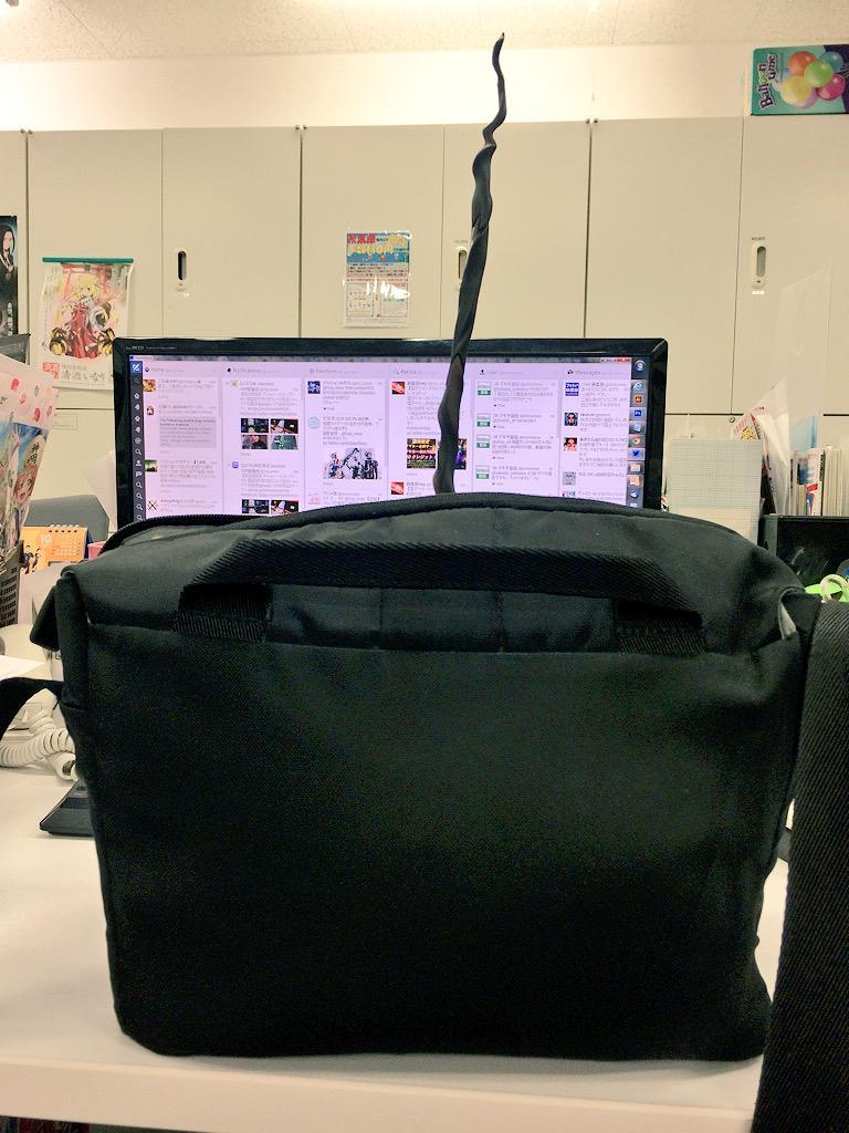 会社に置いてたフィギュアを持ち帰ろうとしたんですが、1人どうしようもなくてですね。 pic.twitter.com/ZxokKrmfPh