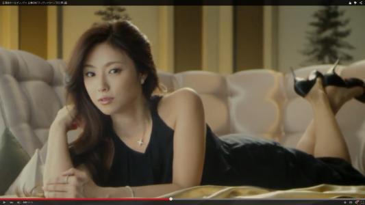 黒いドレスがセクシーな深田恭子