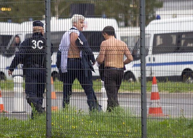 Due dirigenti Air France dopo il tentato linciaggio a Parigi.