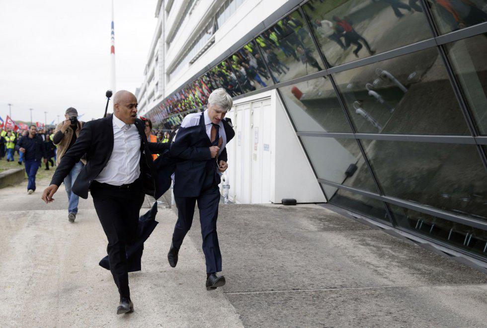 Voli Air France nel caos: sciopero e manager malmenati