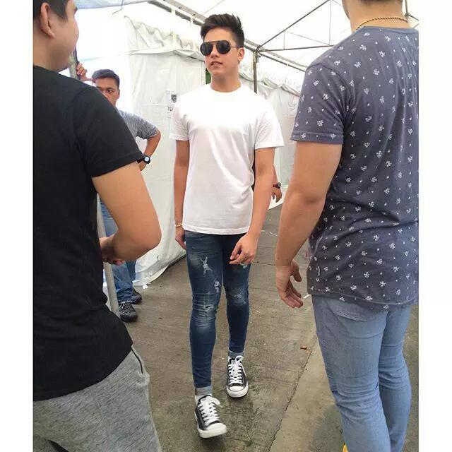 Daniel Padilla on Twitter u0026quot;That white shirt and ripped jeans perfectly fits on him ...