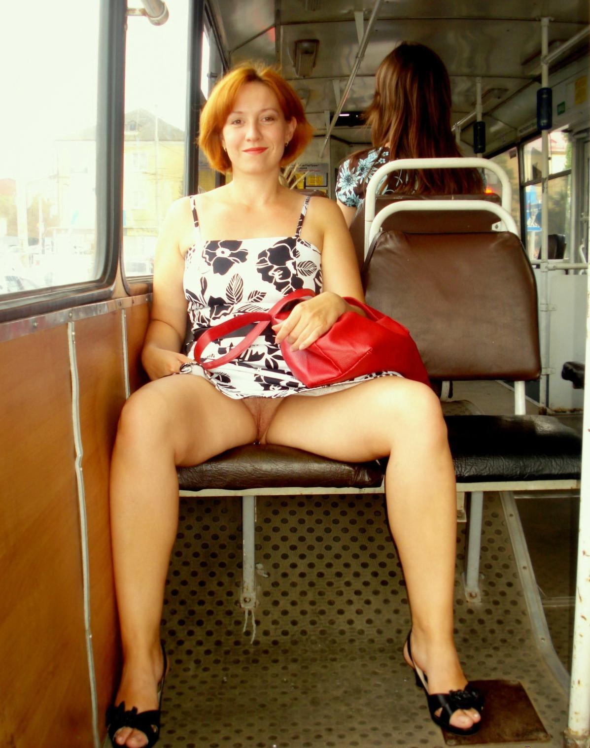 сидячие засветы развратных женщин подергиваясь при каждом
