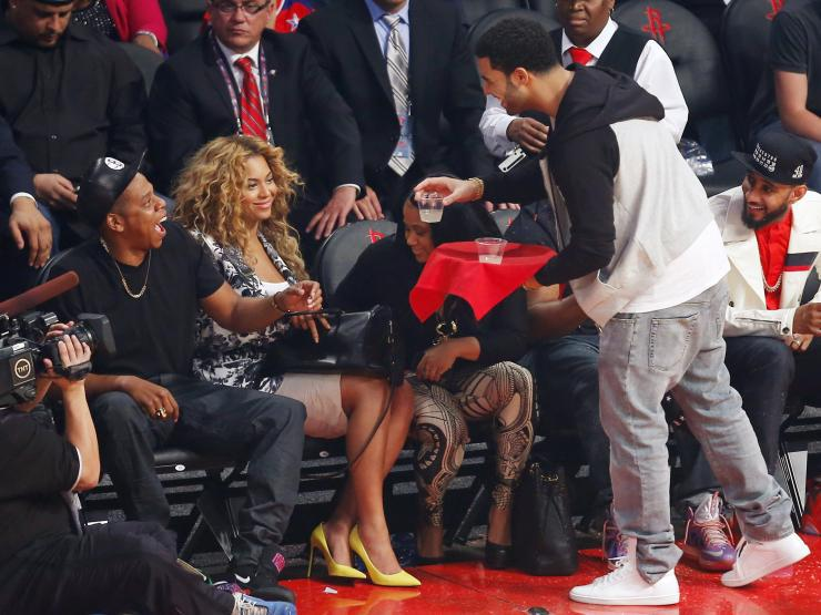 """RT @GlobalGrind: Listen to the full version Drake and Beyonce's new track """"Can I"""" here http://t.co/ySi1GakJ2N http://t.co/hF4wodinLP"""