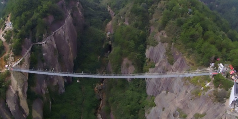 Take a look at the world's longest glass-bottomed bridge - if you dare... http://t.co/TSFfg5zaII #China #construction http://t.co/UR79BdFXEq