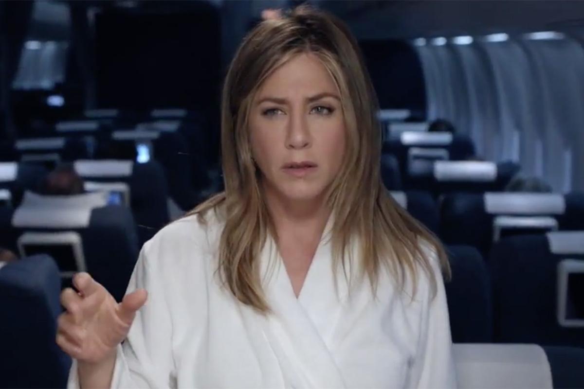 Jennifer Aniston has a diva nightmare in funny Emirates ad http://t.co/I9Q5D5Yfw5 http://t.co/0j13q3tFTJ