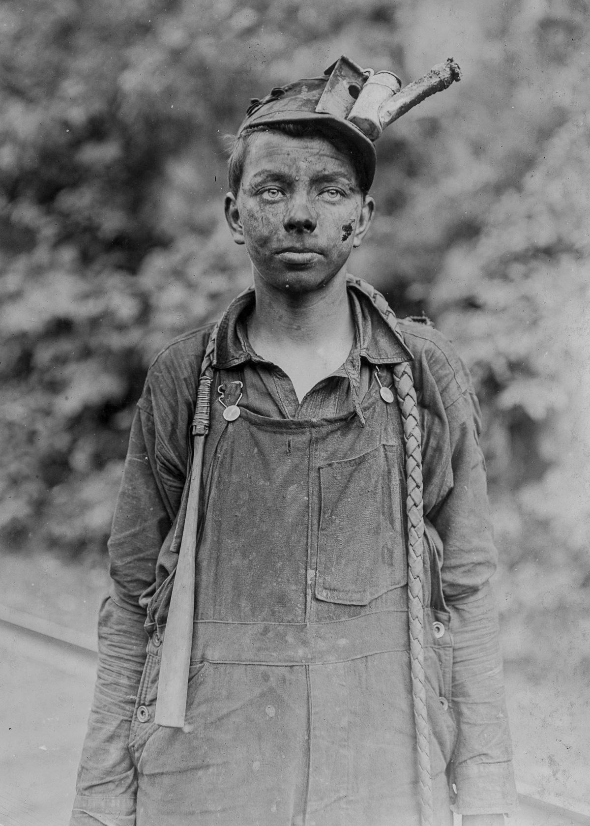 RT @mashable: These photos of young miners helped curb child labor in the U.S. http://t.co/byGeuIyUBa http://t.co/EhLsh81OpJ