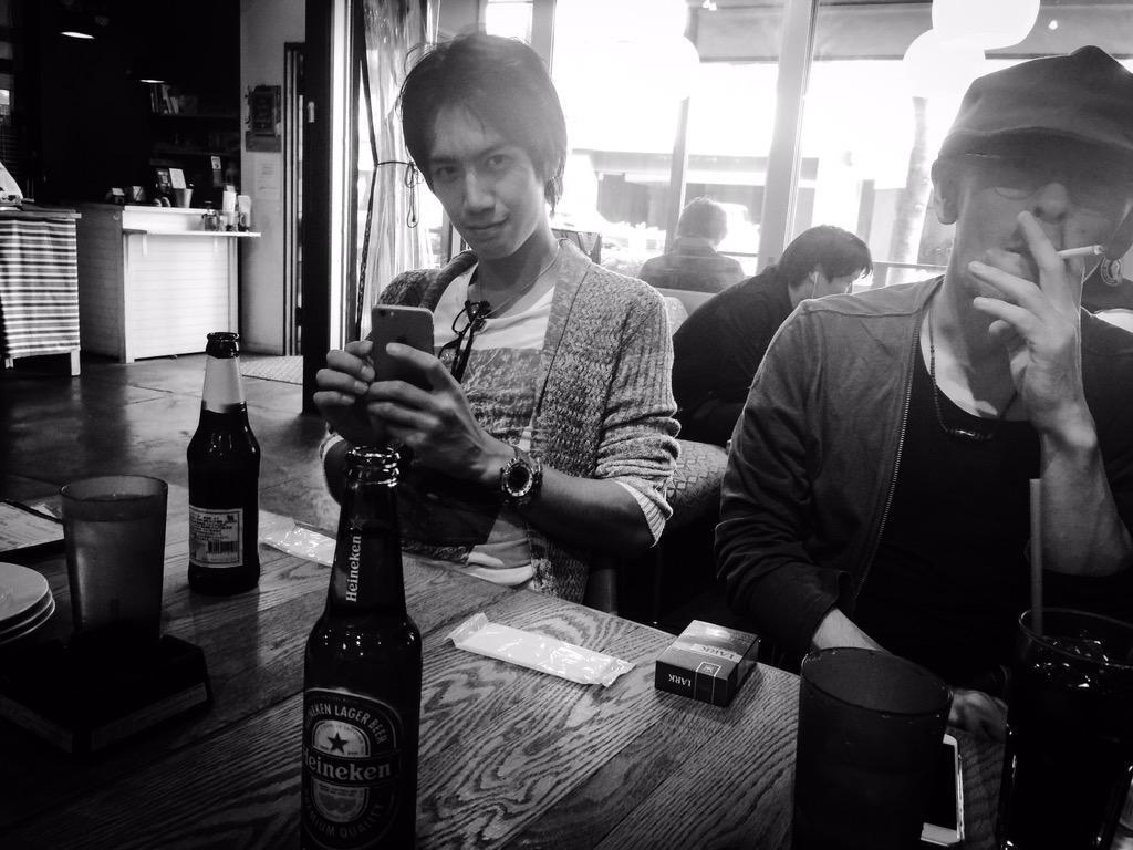 ゚з゚)ノおはモニ♪ 今日は小屋の仕込みということで久々のオフ!昼間は太とTOBIとビールのみつつ古着屋巡りー♪ 牙ンバ狼絶☆ #fujitaray #dustz
