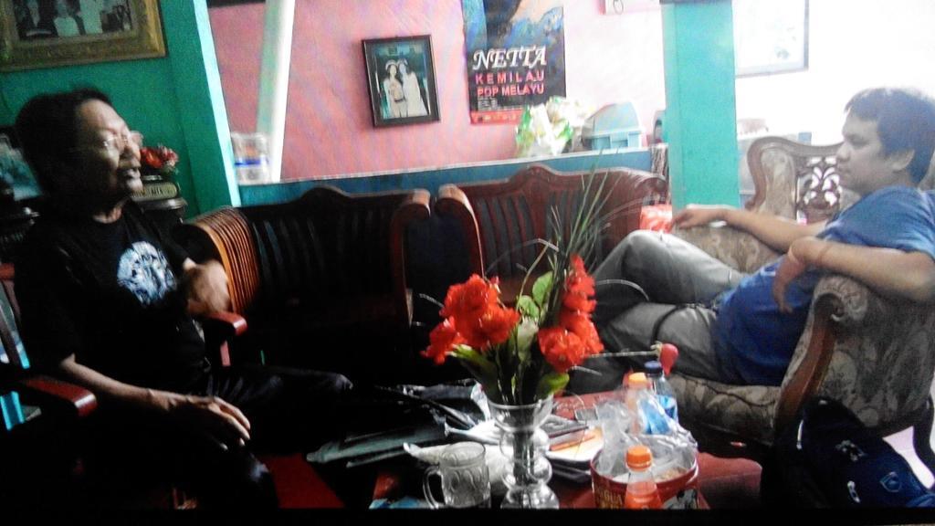 With Totok AR minggu lalu #Ciampea Story cc @MKWardaya @RollingStoneINA @herry_1206 http://t.co/EH1qZrh9Kq