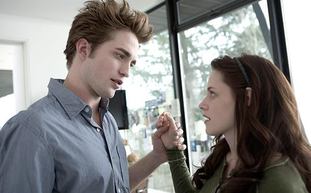 Surprise! Stephenie Meyer announces a new #Twilight book (but it's not 'Midnight Sun'): http://t.co/3FIsJFYYIZ http://t.co/4Q0AHvI8iV