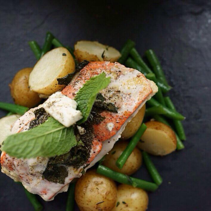 Tried this Mint & feta cheese salmon with green beans & served on baby potatoes. Phenomenal!! #gymsterwithaisleyne http://t.co/ko4ne3IusP