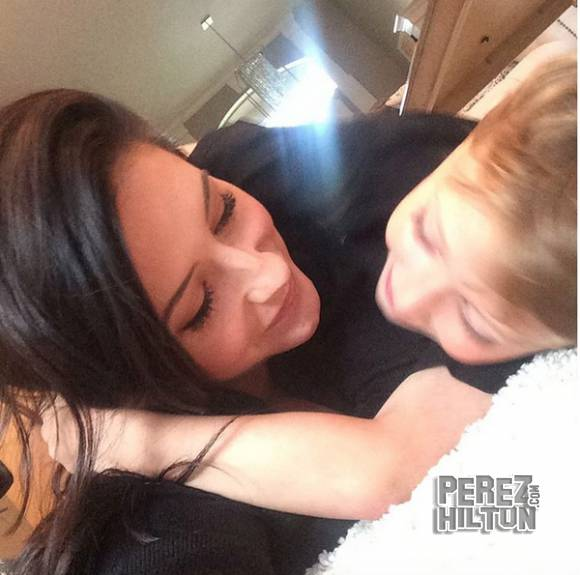 #BristolPalin flaunts her growing baby bump while on vacation with her son! PIC HERE! http://t.co/yLRcZRyNJx http://t.co/DZes2bxD0G