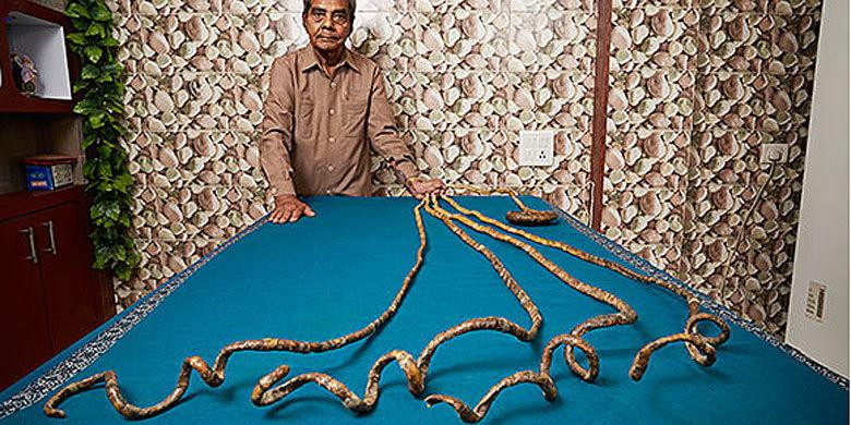 World's Longest Fingernails Measure 30ft Long And Haven't Been Cut For Over 60 Years http://t.co/aVpQIN12yP http://t.co/NMoNy9hNEb