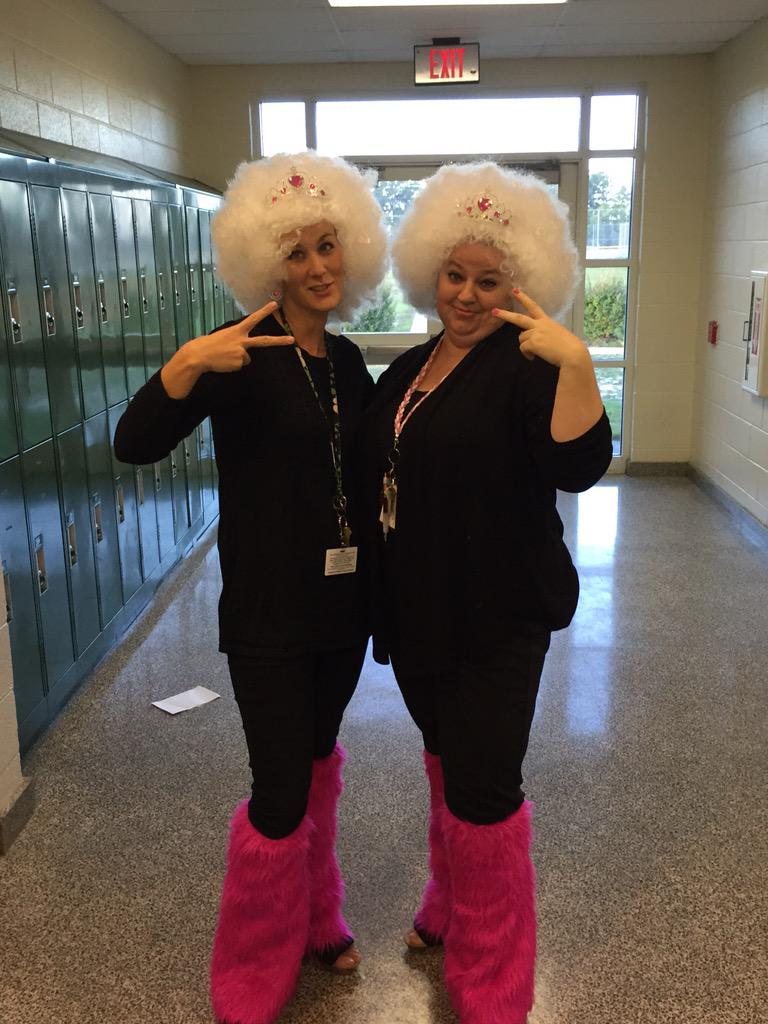 More SMS Spirit Week fun with the 6th grade Wizards team on Twin Day! @mcssms @Math6SMS http://t.co/HLXMw97SL7