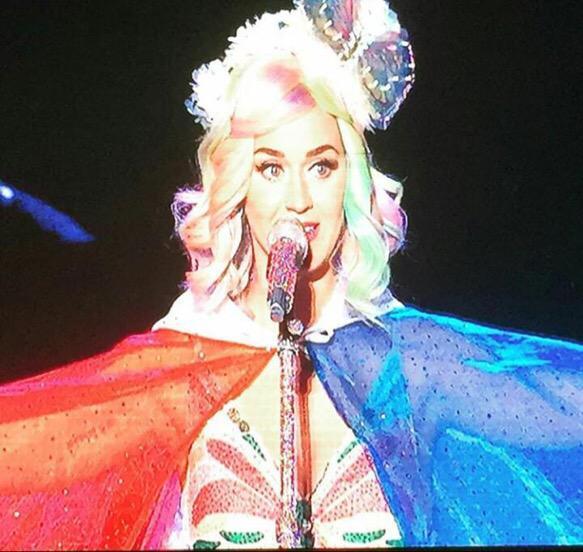 Katy Perry >> The Prismatic World Tour - Página 9 CQrZSf_UEAENZUt