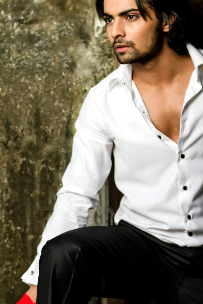 Shravan Reddy aka Aryan in Krishnadasi off screen pic