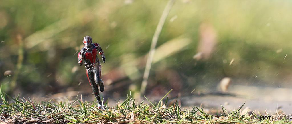 「アントマンをCGなしで再現」  合成は使わずに ミニチュアフィギュアに 砂を投げて撮影しました( ´ ▽ ` )ノ  #kingarts #アントマン