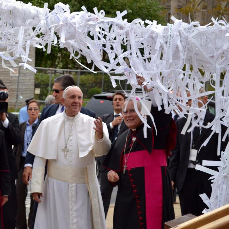 Watch Closing Ceremony at 10am Mary:Undoer of Knots Grotto  #PopeInUS @CathedralPhila @periscopeco #WMF2015 http://t.co/GViZEaWHX0