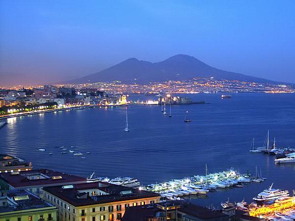 Napoli è bella anche con il terremoto.